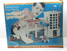 Vintage 1970 Fisher Price Play Family Action Garage Model #930 w/4 Cars+People