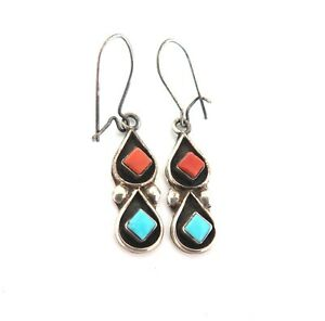 .Pretty Vintage Petite Coral & Turquoise Sterling Silver Earrings 2.3g
