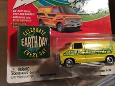1976 dodge custom van side pipes yellow  Boogie vans 2002 1:64 Johnny lightning
