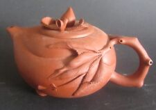 Théière Chinoise terre de Yixing Clay Teapot With Branch And Raised Leaf Design