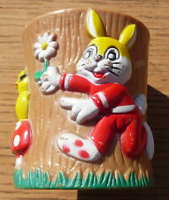 VINTAGE COLOURFUL RABBIT CHICK TREE TRUNK PLASTIC EGGCUP  DISPLAY GIFT KITCHEN