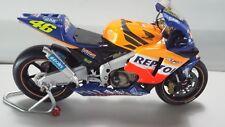Valentino Rossi. Honda RC211V  MotoGP 2002. Minichamps 1/12.