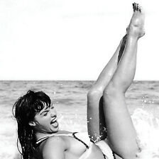BETTY PAGE ON THE BEACH SUPER HOT  METAL FRIDGE MAGNET #0116