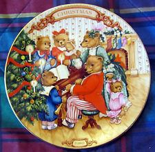 "Avon ""Together For Christmas"" Collectible Plate - Near Mint"