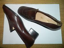 Scarpe in pelle mai usate, fatte a mano su misura (n. 43,5) con piccolo tacco