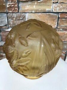 Ancienne boule en verre moulé pour plafonnier motif fleur en relief ART DECO