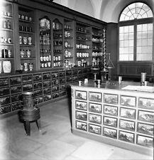 ALLEMAGNE c. 1956 -Pharmacie 17°s Deutches Museum Munich- Négatif 6 x 6 - ALL 19