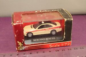 Yatming Die-cast Collection #71000 1:72 Mercedes-Benz E55 Taxi in Display Case