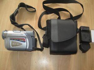 JVC GR-D31EK CAMCORDER  MINI DV  DIGITAL TAPE VIDEO CAMERA WITH BAG