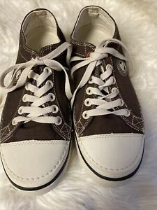 NWOB-Crocs Lace Up BROWN  canvas W/Lt Beige Soles Hover Men's Size 7 Women's 9