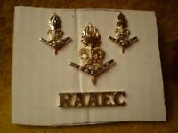 E 4 X ROYAL AUSTRALIAN ARMY METAL BADGES RAAEC