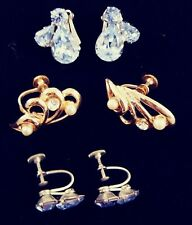 - Lot - Pretty! Signed Gorgeous Rhinestone ,Vintage Screw Back Earrings
