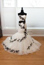 Maggie Sottero Corine Sample Wedding Dress (Size 6)