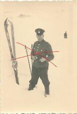 Nr.32388  Foto  2,WK Deutscher Polizei Soldat Schilauf    6 x 8,5 cm