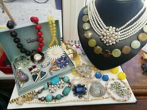 A lovely collection of Vintage Jewellery necklaces brooches earrings etc Job Lot