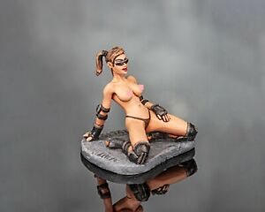 tin toy soldiers  54 mm painted sexy girl. roller-skating girl