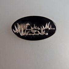 Brosche figürliche Szene mit V?gel in Silber auf Onyx um 1925 (52374)