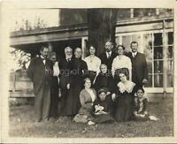 Vintage FOUND ANTIQUE PHOTOGRAPH bw FREE SHIPPING Original GROUP PORTRAIT 07 4 N