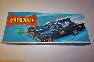 Batman Batmobile Model Kit #POL821---1:32 Scale from Polar Lights