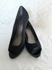Bandolino Womens Black Peep Toe Canvas Patent Pumps Heels size 7M