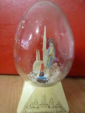 Boule de neige ancienne en verre, Lourdes, socle en plastique 1962 , C & Cie