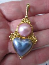 """RARE Vintage SAJEN OFFERINGS 18K YELLOW GOLD 2"""" Scroll Heart MABE PEARL Pendant"""