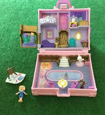 Polly Pocket – Valise rose vacances à PARIS – avec une poupée