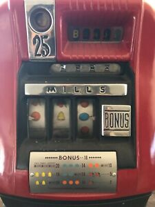 Vintage Mills 25 Cent Slot Machine w/Key Excellent Working Condition.