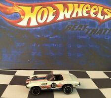 Hot Wheels 2010 Mystery Car 225 '65 Corvette White PR5/black