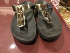 FitFlop Pietra Brown Thong Sandals Size 7.5