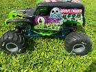 Axial SMT10 Grave Digger 1:10 Scale 4WD Monster RTR Truck - READ!