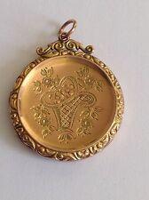 Antiguo atractivo 9 Ct Rosa Oro B & F circular finamente Grabado Medallón
