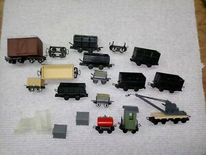 Narrow gauge (HOn3 ?) collection 19 pieces of rolling stock and spare trucks