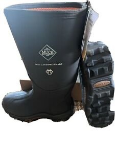 Men's Muck Wetland Pro Snake Boots. New with tags