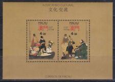 Postfrische echte Briefmarken aus Asien mit Kunst-Motiv