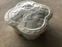 Wedgwood Classic Garden Porcelain Box with Lid