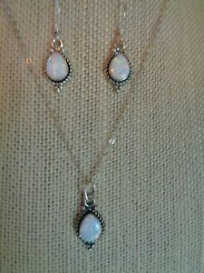 NATIVE AMERICAN STYLE STERLING SILVER OPAL PENDANT AND EARRINGS SET
