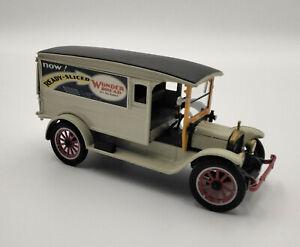 Die-cast 1920 White Delivery Van - Wonder Bread 1:32