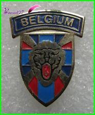 Pin's Pays Belgique BELGIUM Avec un Lion Écusson blason emblème    #1678