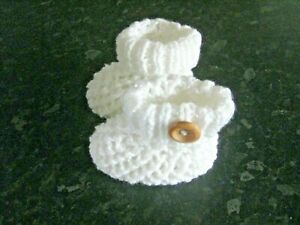 CUTE PAIR HAND KNITTED BABY BOOTIES in WHITE SHIMMER - NEW BORN (1)
