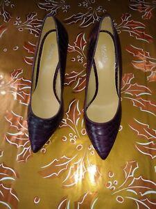 New MICHAEL  Kors Claire Snake Embossed Leather Flex Pump sz 7.5M women shoes