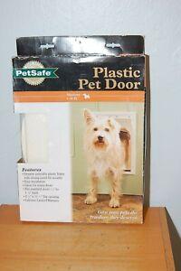 "NIB PetSafe Plastic Pet Door Medium 1-40 Lb. 8 1/8"" X 12 1/4"" Opening S1070F"