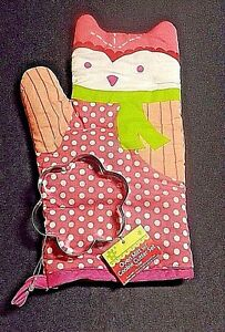 OVEN MITT FEATURES OWL IN PINK/WHITE/GREEN COLORS WITH ATTACHED COOKIE CUTTER