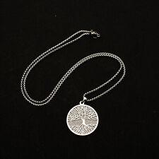 Edelstahl Halskette mit Lebensbaum Anhänger Kette Glitzerhintergrund feine Kette