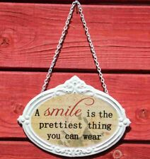Türschild A Smile Is The Prettiest Thing You Can Wear - Schild im Antik Look