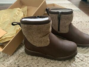 UGG Bayson boys girls kids shearling classic wool boots zip sz 2 in BOX
