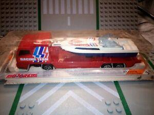 Camion rouge avec bateau blanc racing team majorette nº 329 370 transporteur