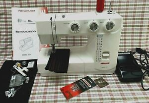 Janome 1571 Sewing machine with foot pedal, case and accessories