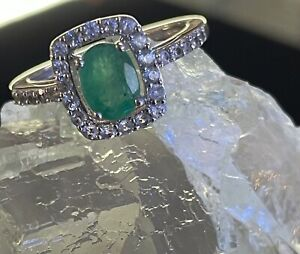 Genuine emerald ring with sapphire sides