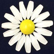 VINTAGE METAL & WHITE YELLOW ENAMEL DAISY FLOWER FLORAL BROOCH PIN JEWELRY